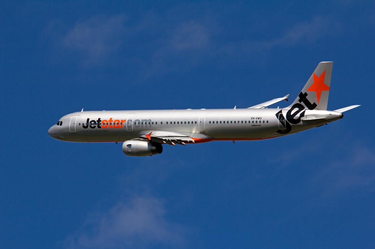 VH-VWU JETSTAR A321