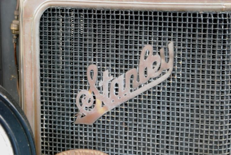 Stanley 1918 Model 735B radiator badge