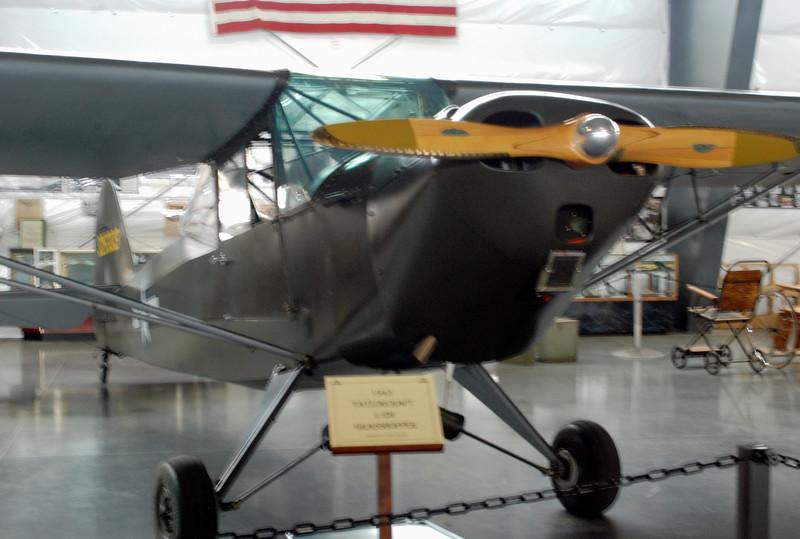 Taylorcraft 1943 L-2M Grasshopper fron t