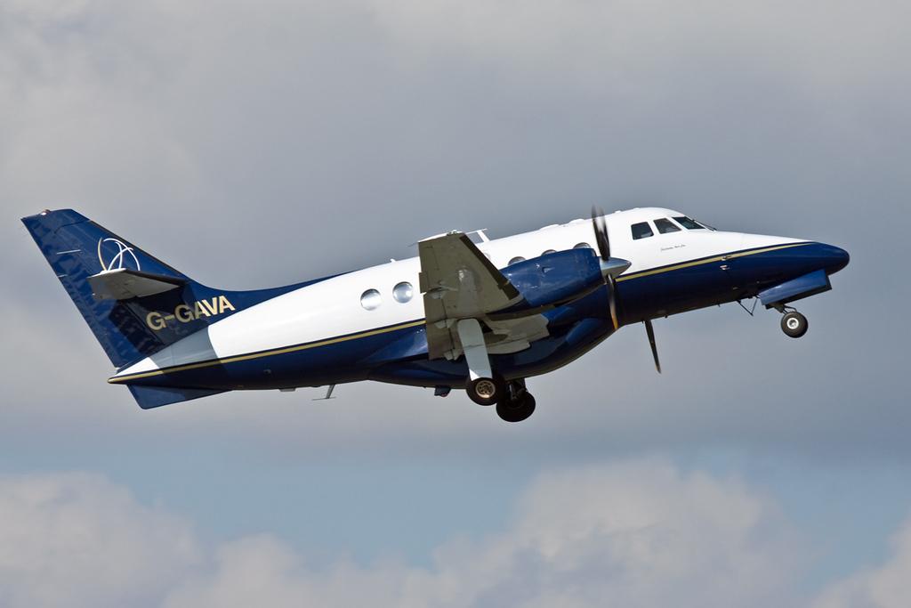 LinksAir Jetstream 31, G-GAVA<br /> By David Bladen.