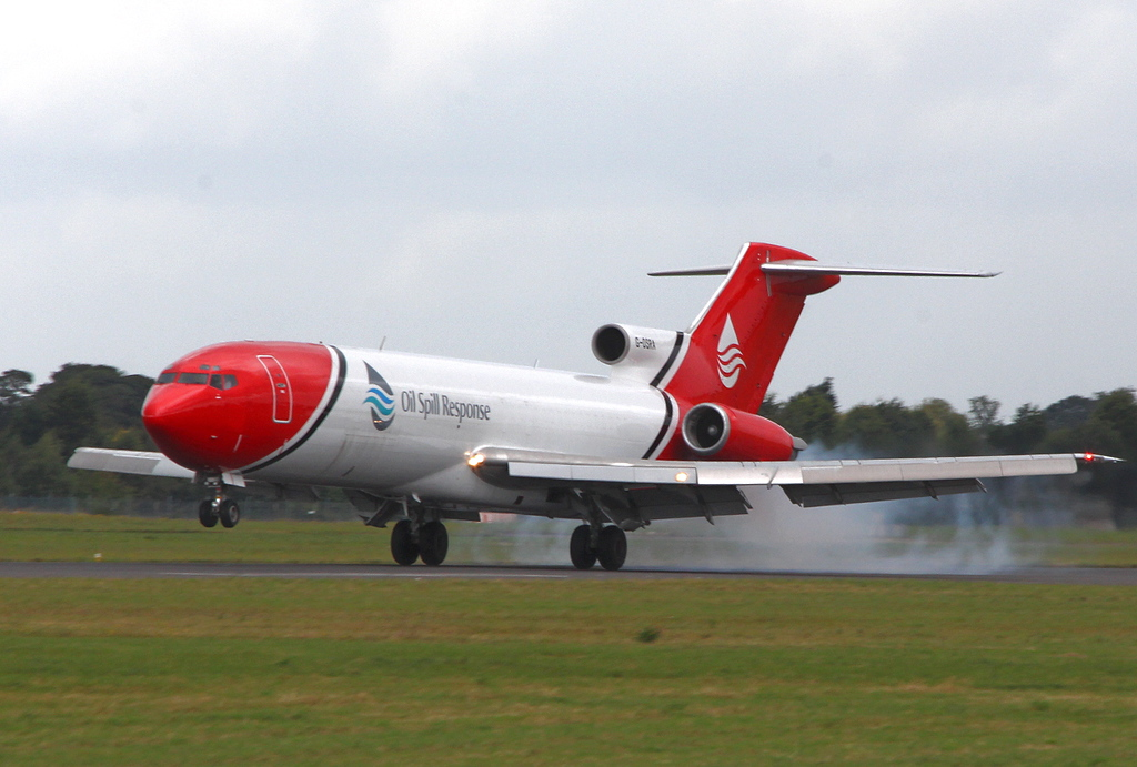T2 Aviation, 727-200, G-OSRA.<br /> By Clive Featherstone.