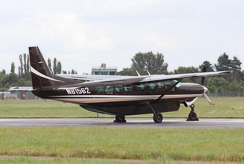 Cessna 208B Caravan, N81562.<br /> By Clive Featherstone.
