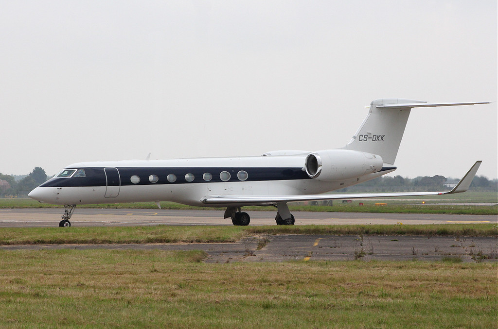 Netjets Gulfstream G550, CS-DKK<br /> By Clive Featherstone.