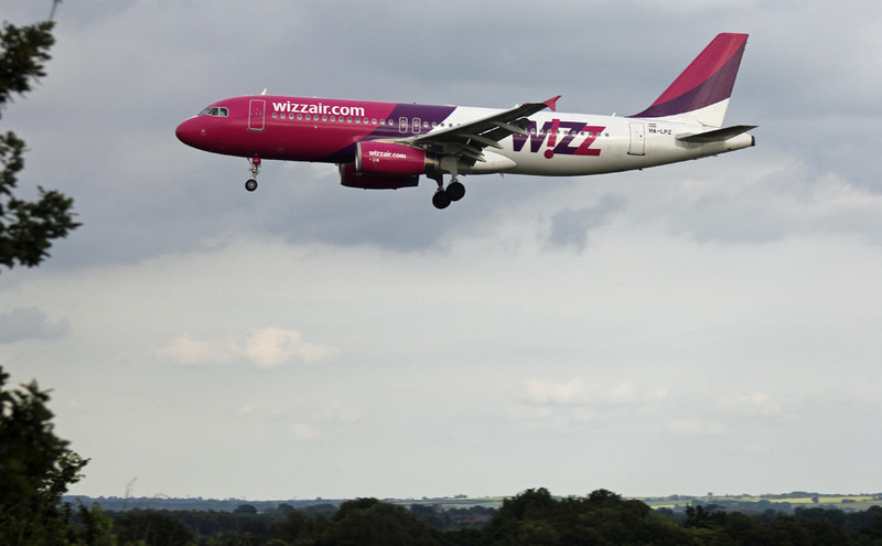 Wizz Air A320 HA-LPZ.<br /> By Graham Vlacho.