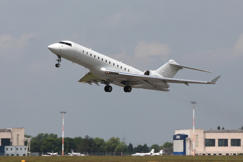 Hangar 8 Global Express, G-SENT.<br /> By Clive Featherstone.