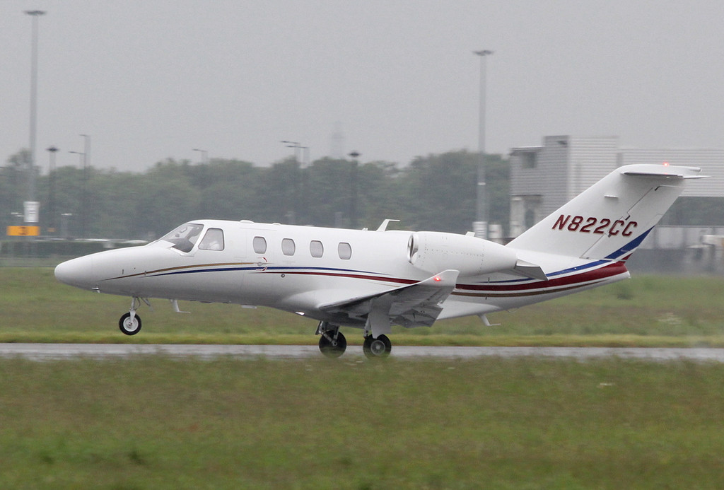 Cessna 525 CitationJet M2, N822CC.<br /> By Clive Featherstone.