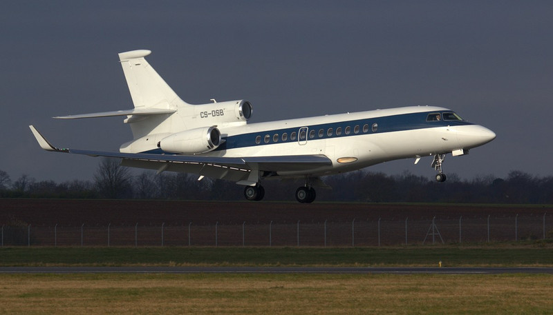NetJets Dassault Falcon 7X, CS-DSB.<br /> By Jim Calow.