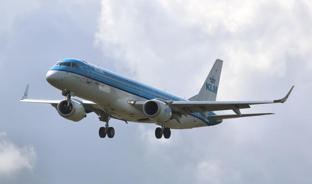 KLM Cityhopper Embraer ERJ-190STD PH-EZE.<br /> By Correne Calow.