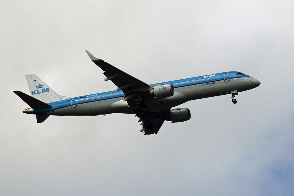 KLM Cityhopper Embraer ERJ-190STD PH-EZE.<br /> By Graham Vlacho.
