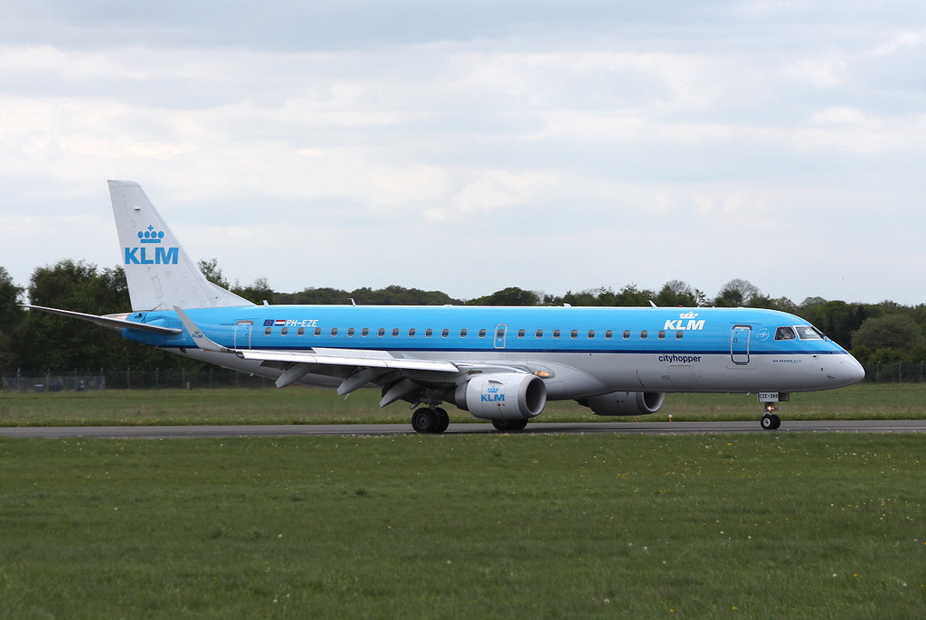 KLM Cityhopper Embraer ERJ-190STD PH-EZE.<br /> By Clive Featherstone.