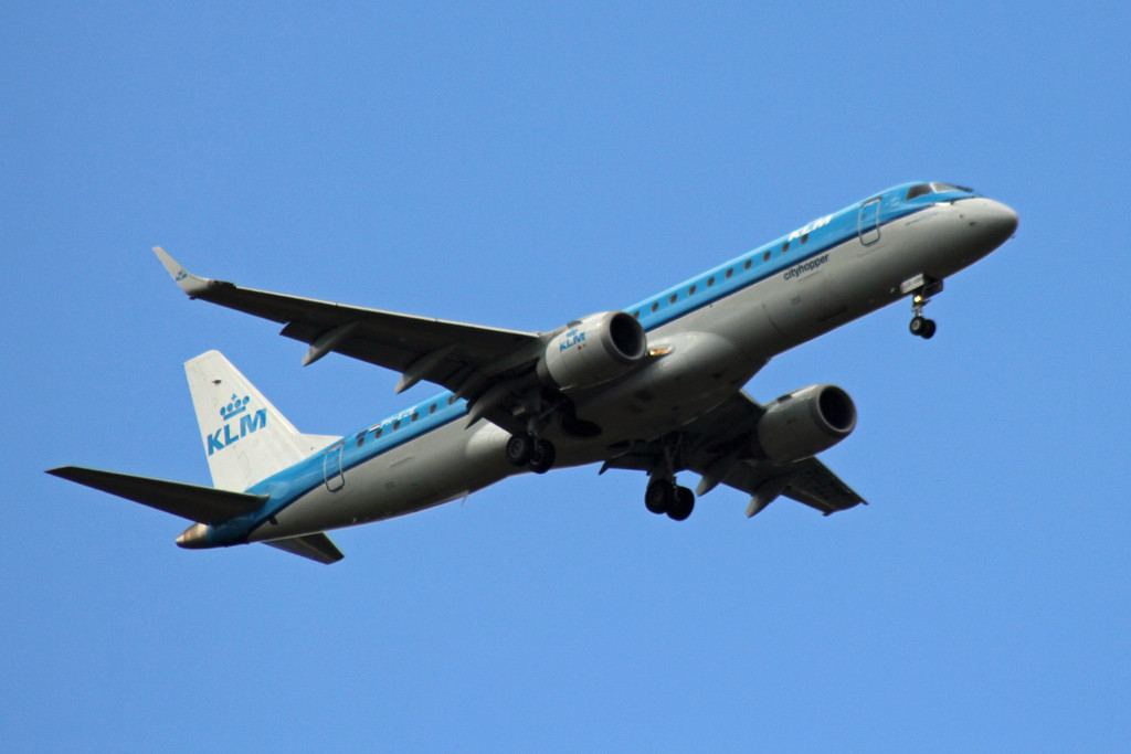 KLM Cityhopper Embraer ERJ-190STD PH-EZE over Bawtry.<br /> By Graham Vlacho.