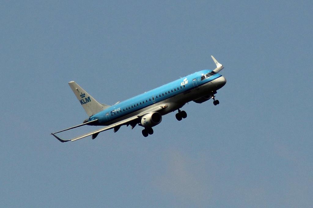 KLM Cityhopper Embraer ERJ-190STD PH-EZE banks onto the approach for 02.<br /> By Graham Vlacho.