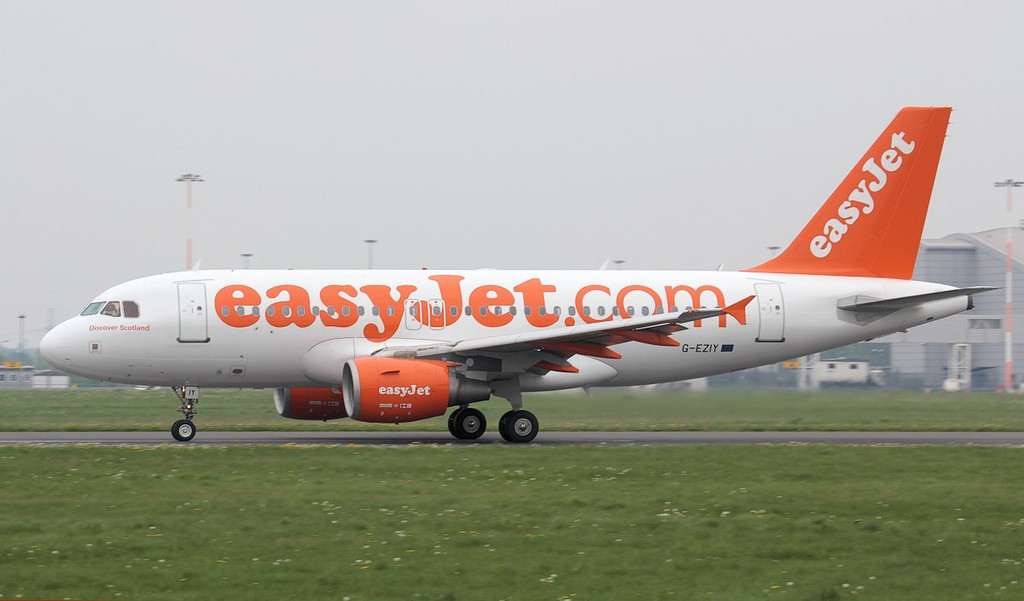 EasyJet dropped in just after midday with A319 G-EZIY for a few hours of training.<br /> By Jim Calow.