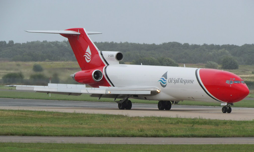 T2 Aviation Boeing 727-200 G-OSRA.<br /> By Les York.