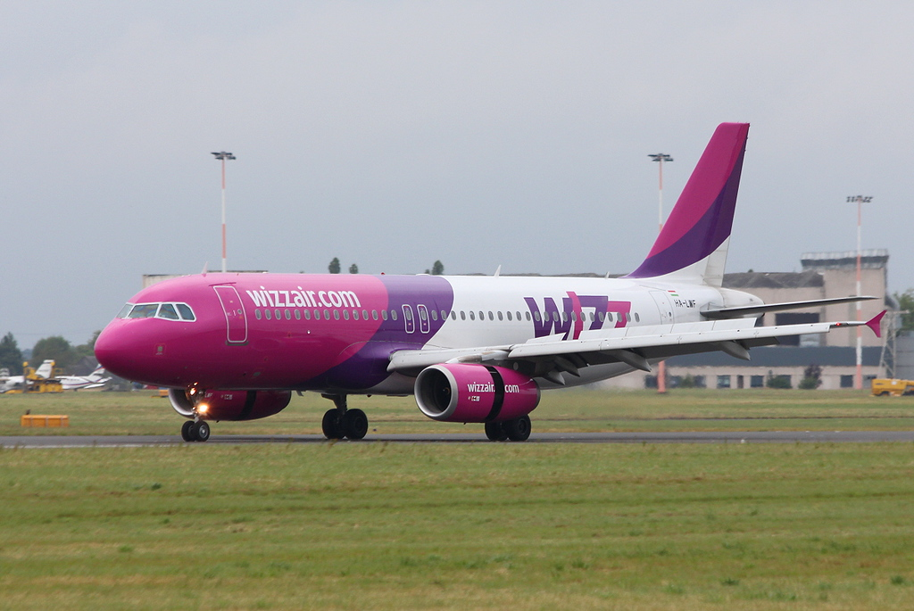 Wizz Air A320 HA-LWF.<br /> By Clive Featherstone.