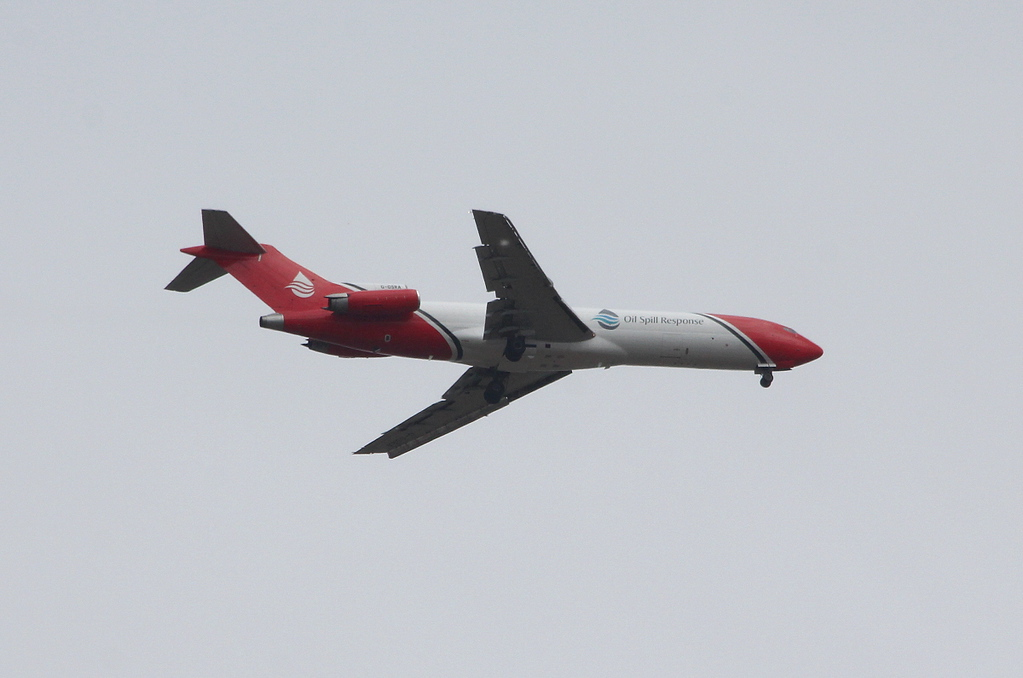 T2 Aviation Boeing 727-200 G-OSRA over Thorne on approach to DSA.<br /> By Clive Featherstone.