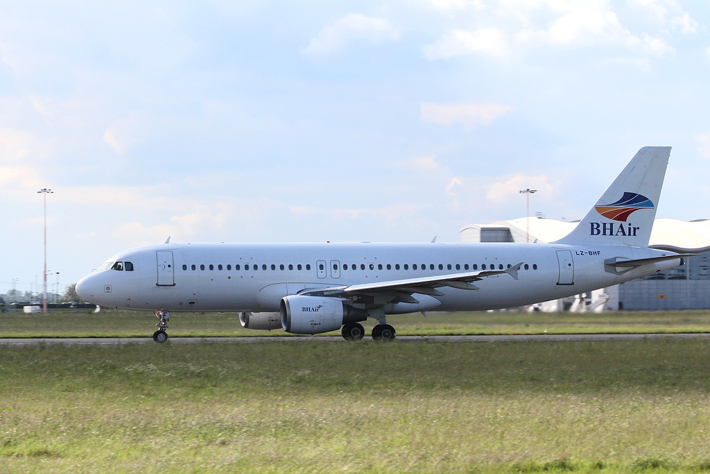 Balkan Holidays A320 LZ-BHF.<br /> By Clive Featherstone.