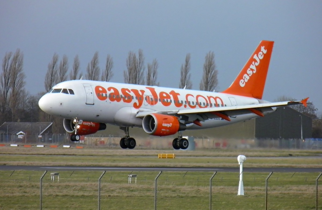 EasyJet A319 G-EZDC.<br /> By Les York.