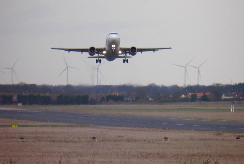 EasyJet A319 G-EZDC.<br /> By Les York.