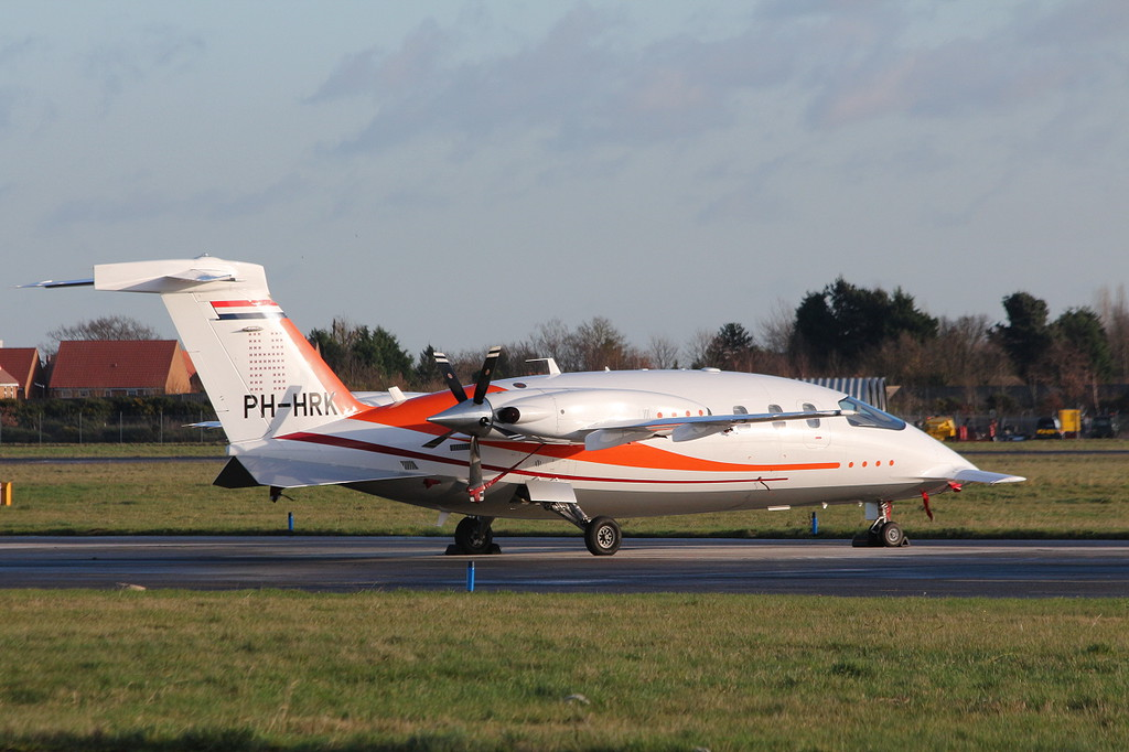 Jet Netherlands, Piaggio P.180, PH-HRK.<br /> By Clive Featherstone.