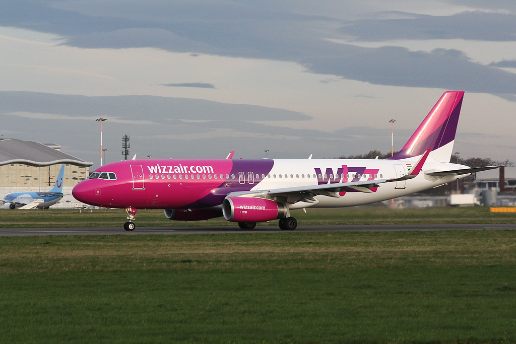 Wizz Air A320 HA-LWX.<br /> By Clive Featherstone.