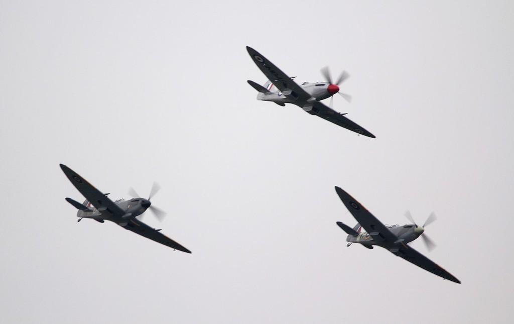 L-R Spitfire Mk IXT PV202 (G-TRIX), Mk FR.XVIIIe SM845 (G-BUOS), Mk XVIe TD248 (G-OXVI).<br /> By Jim Calow.
