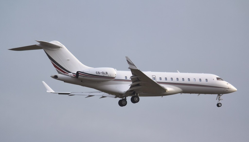 Netjets BD-700-1A10 Global 6000, CS-GLB.<br /> By Jim Calow.