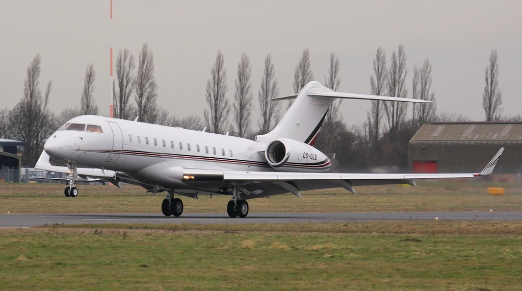 Netjets BD-700-1A10 Global 6000, CS-GLB was also in the circuit for training.<br /> By Jim Calow.