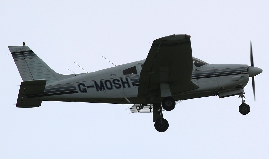 Piper PA-28R-201 Cherokee Arrow III, G-MOSH<br /> By Correne Calow.