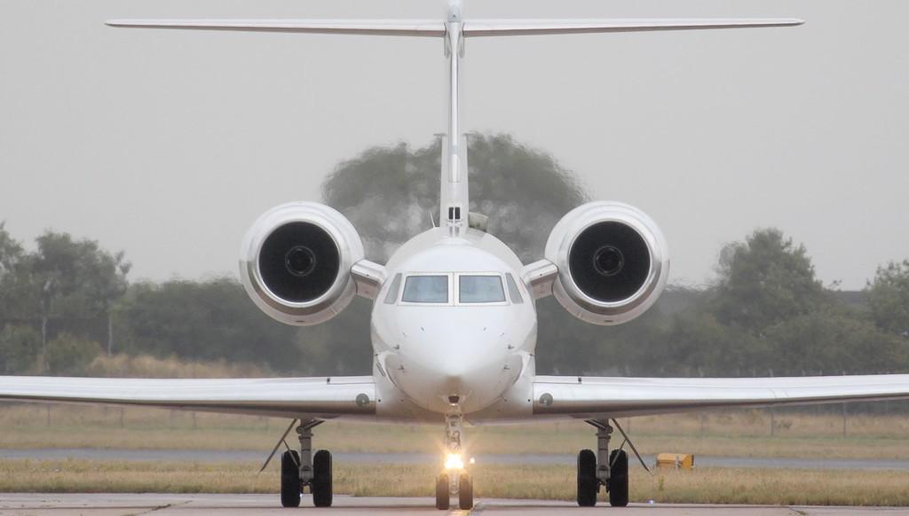 Mandarin Air Gulfstream G550, B-8298.<br /> By Jim Calow.