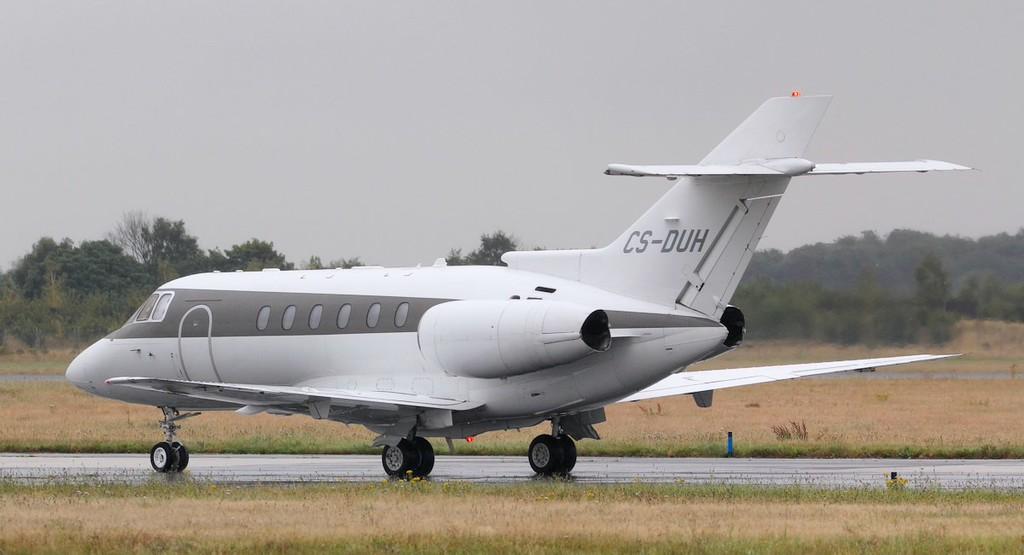 Netjets Hawker 750XP, CS-DUH.<br /> By Jim Calow.