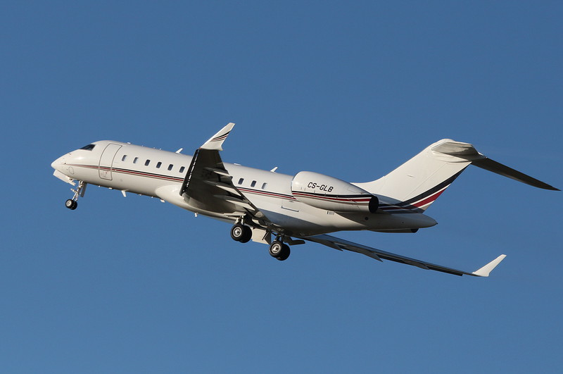 Netjets BD-700-1A10 Global 6000, CS-GLB<br /> By Clive Featherstone.