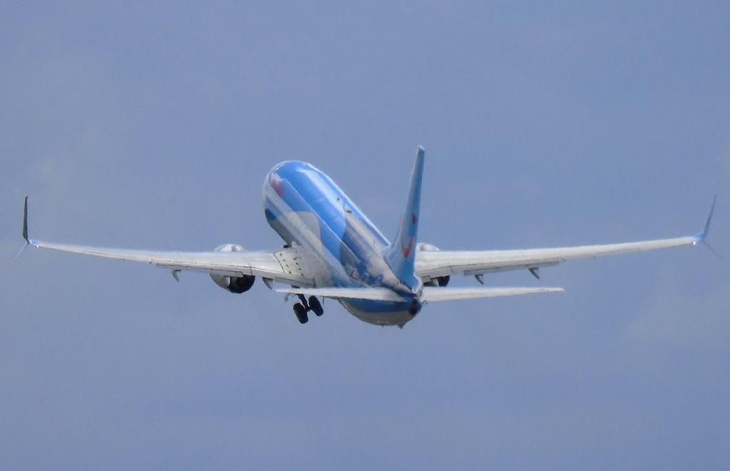Thomson Airways 737-800 G-FDZE.<br /> By Sam Scrimshaw.