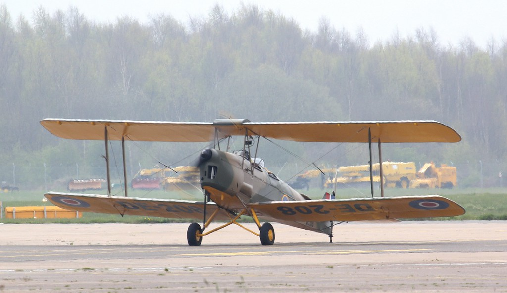 Tiger Moth DE-208 (G-AGYU).<br /> By Jim Calow.