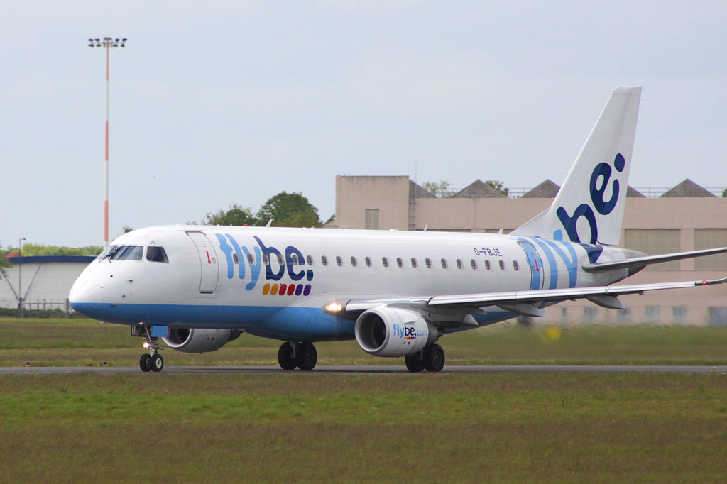 Flybe Embraer ERJ-175STD G-FBJE <br /> By Clive Featherstone.