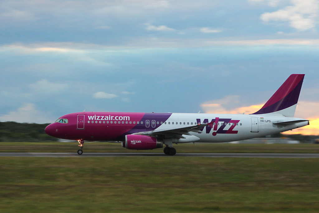 Wizz Air A320 HA-LPS departing<br /> By Clive Featherstone.