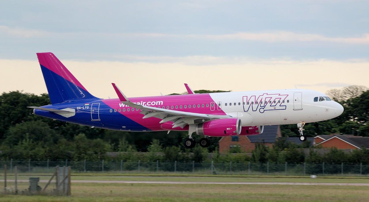 Wizz Air A320 HA-LYQ.<br /> By Jim Calow.