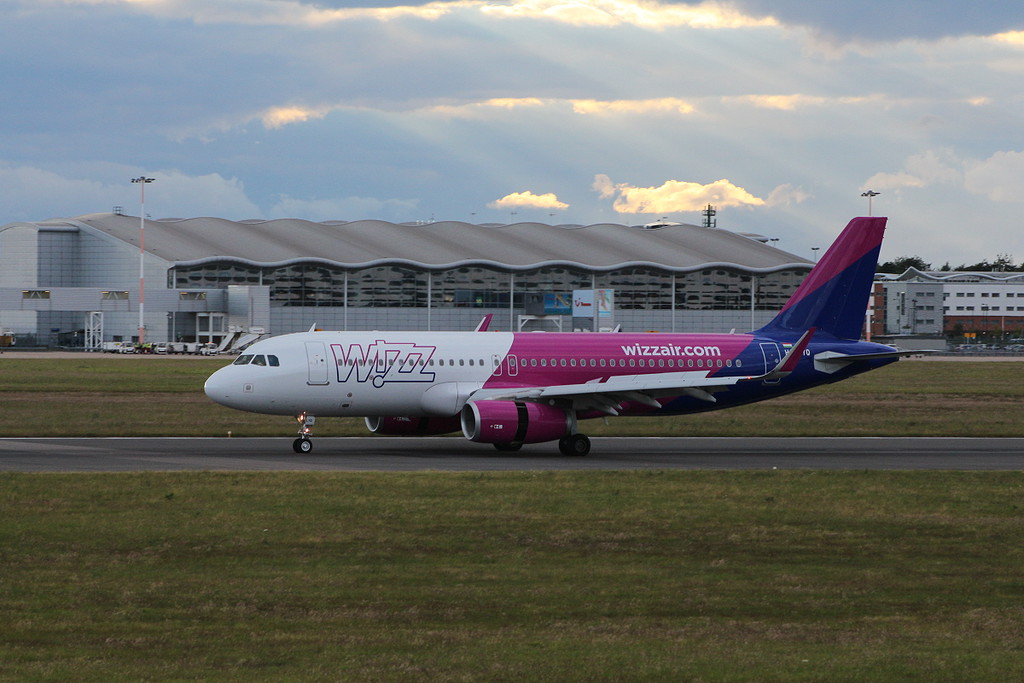 Wizz Air A320 HA-LYQ.<br /> By Clive Featherstone.