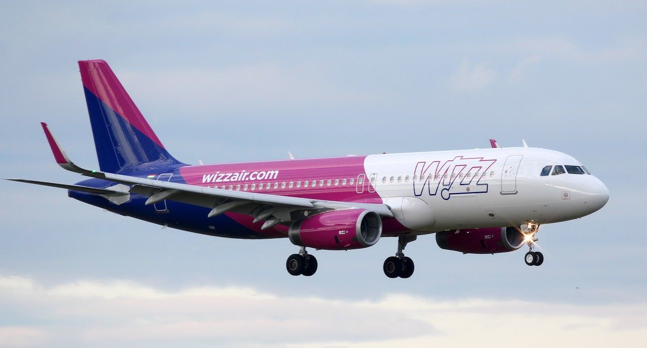 Wizz Air's latest livery made its debut this evening when A320 HA-LYQ arrived from Kosice.<br /> By Jim Calow.