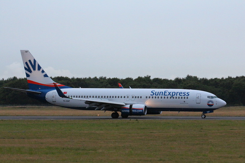 Sun Express 737-800 TC-SNF.<br /> By Clive Featherstone.