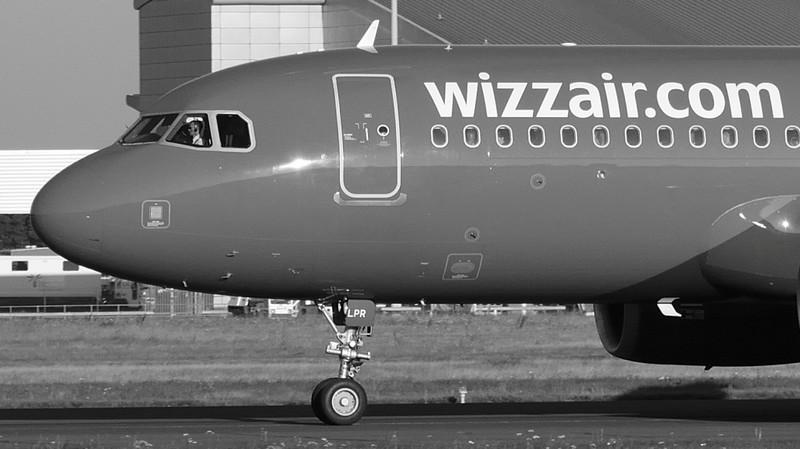 Wizz Air A320 HA-LPR.<br /> By Kevin Barwell.