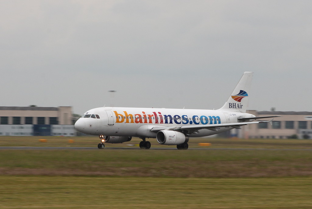BH Airlines A320 LZ-BHH.<br /> By Clive Featherstone.