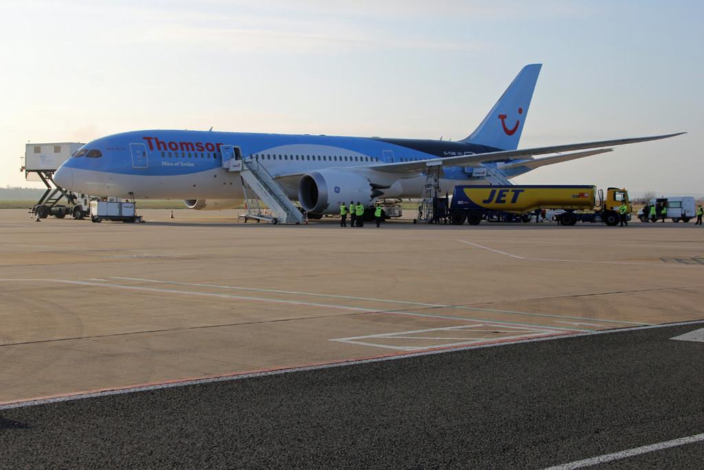 Thomson Airways 787-800, G-TUIE<br /> By Graham Vlacho.