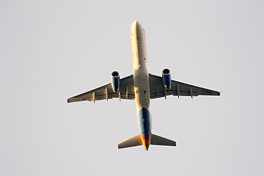 Jet2 Holidays, B757, G-LSAE<br /> By Graham Vlacho.