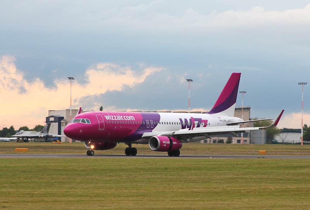 Wizz Air, A320, HA-LYM<br /> By Clive Featherstone.