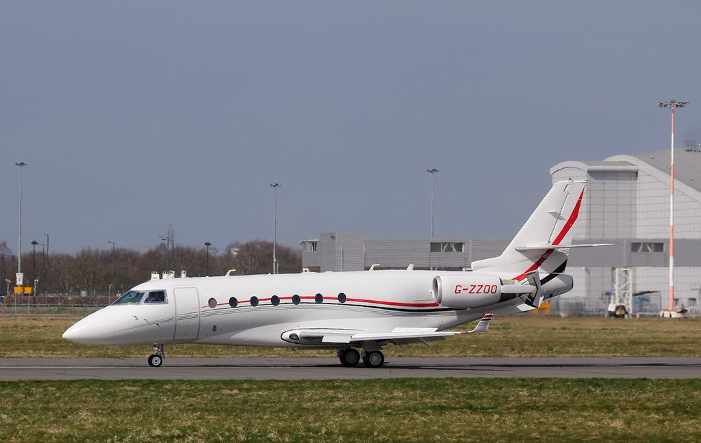 Pendley Aviation, Gufstream G200, G-ZZOO also stopped by to do some circuits<br /> By Jim Calow.