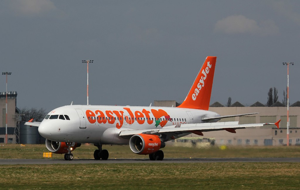 easyJet, A319, G-EZEZ arrived around 12:10 from Gatwick for training<br /> By Jim Calow.