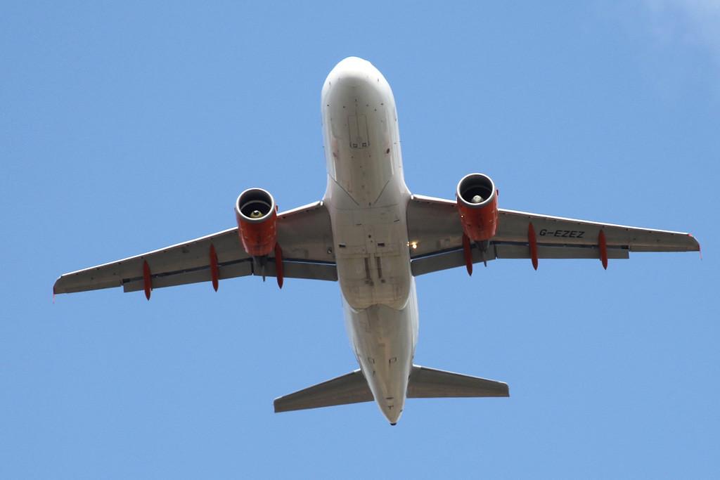 easyJet, A319, G-EZEZ<br /> By Graham Vlacho.