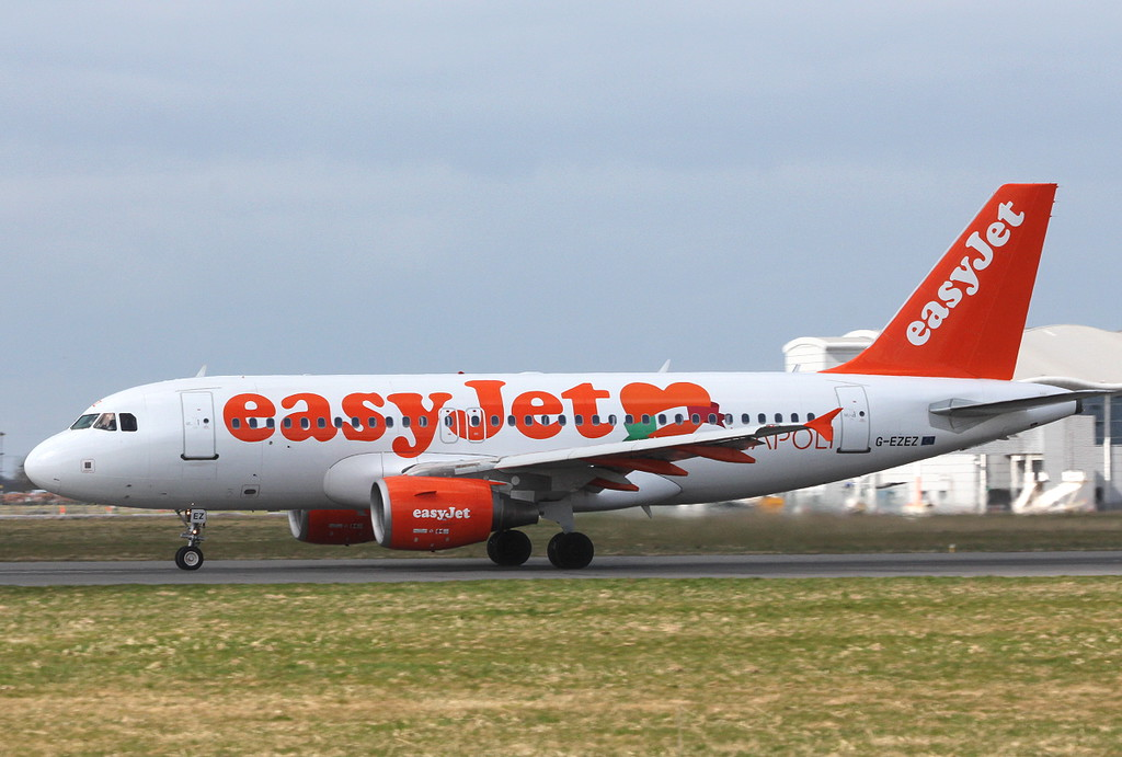 easyJet, A319, G-EZEZ.<br /> By Clive Featherstone.