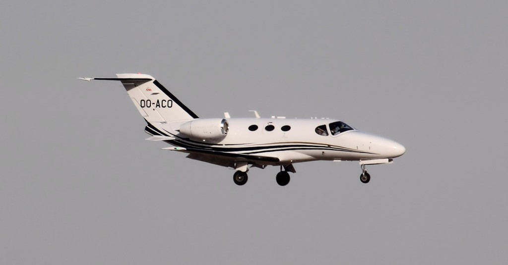Air Service Liege Cessna 510 Mustang OO-ACO arriving from Farnborough shortly before 17:20.<br /> By Jim Calow.